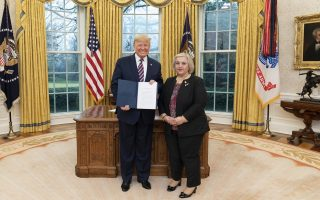 us-president-hails-close-ties-between-washington-and-athens