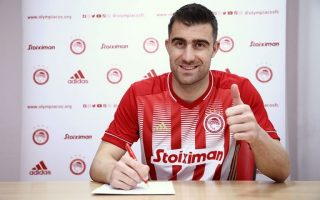 after-arsenal-papastathopoulos-signs-for-olympiakos0