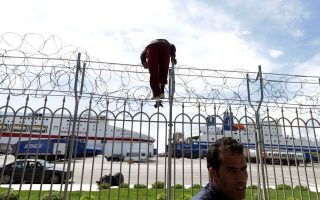 drop-in-trucks-to-italy-has-migrants-seeking-other-way-west