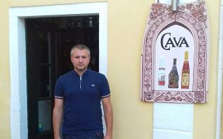 act-of-kindness-to-wine-expert-goes-a-long-way-for-paxos-seller