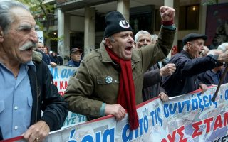 protests-cause-chaos-in-athens-injure-two-policemen-in-thessaloniki