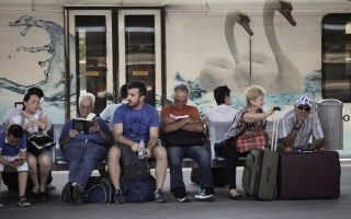 just-18-percent-of-greeks-think-life-is-fair-survey-shows