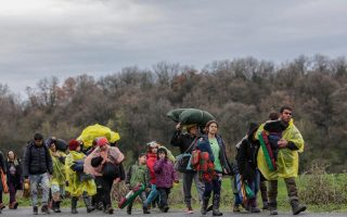 fyrom-sending-migrants-who-breached-border-back-to-greece-as-press-claims-arrests