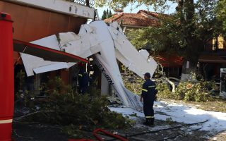 pilot-lightly-injured-after-crashing-cessna-plane-in-northern-greece0