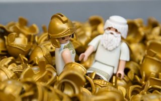 playmobil-looks-to-ancient-greek-mythology-for-inspiration