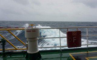 passenger-ferry-breaks-away-from-moorings-in-piraeus