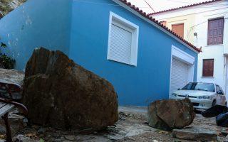 residents-flee-homes-after-lesvos-landslides