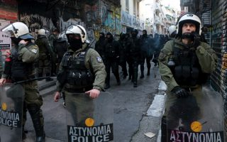 police-evacuate-squats-in-athens