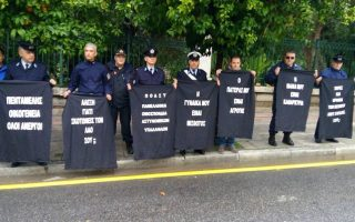 police-protest-outside-greek-premier-amp-8217-s-residence-ahead-of-larger-rally