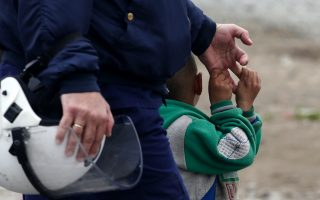 idomeni-in-tense-state-as-ngo-withdrawal-continues0