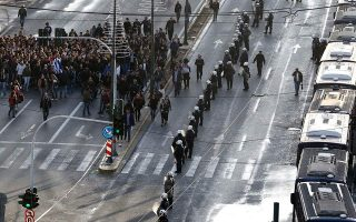 traffic-disruptions-in-athens-on-saturday-during-november-17-rally