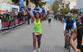runners-collect-trainers-for-refugees-in-athens
