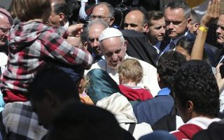 pope-francis-amp-8217-charity-offers-100-000-euros-for-migrants