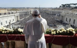 pope-urges-compassion-for-migrants-in-easter-appeal