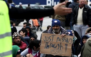 refugees-trapped-in-greece-protest-at-port