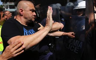 striking-port-workers-march-to-protest-greek-port-sales