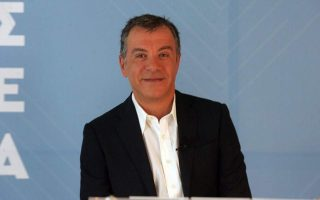 theodorakis-outlines-road-map-for-new-center-left-party