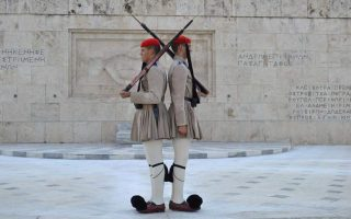 godly-giants-in-kilts-meet-greece-amp-8217-s-best-known-soldiers