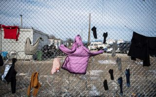 hundreds-of-vulnerable-migrants-transferred-from-lesvos-to-migrant-camp-in-attica