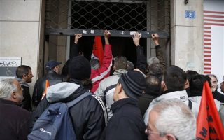 protesters-scuffle-with-police-at-athens-rally