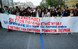 students-stage-anti-war-rally-in-central-athens