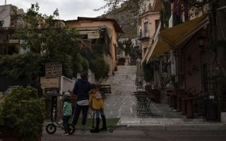 no-cafes-no-tourists-virus-empties-streets-of-old-athens