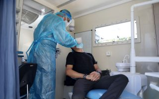 random-testing-in-central-athens-finds-21-people-infected-with-coronavirus