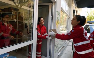red-cross-delivers-easter-packages-for-the-poor