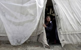 refugees-eye-other-routes-on-country-s-west-coast
