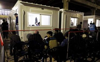police-conduct-survey-at-vial-hotspot-on-chios