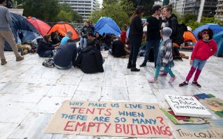 refugees-evicted-from-squat-set-up-camp-in-syntagma