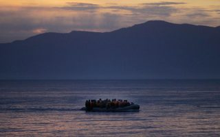two-hundred-refugees-migrants-reach-lesvos-in-three-hours0