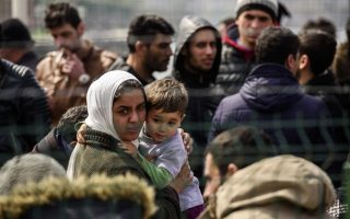 greece-appeals-for-eu-logistics-aid-for-migrant-deal-to-work