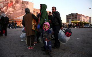 fight-among-stranded-refugees-in-piraeus-leaves-8-injured