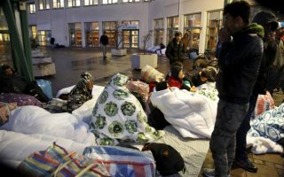 nobel-laureate-sees-much-worse-eu-economy-from-refugee-crisis