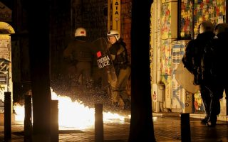police-attacked-with-fire-bombs-in-central-athens