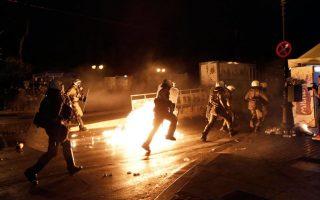 police-arrest-25-for-violent-clashes-outside-parliament