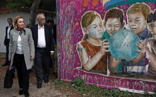 romanian-interior-minister-visits-athens-refugee-camp