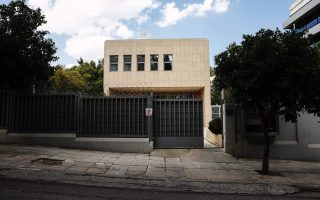 bomb-disposal-team-at-russian-consulate-in-athens