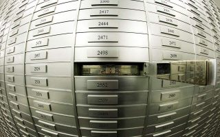 six-bank-staff-tied-to-ring-that-netted-2-7-mln-euros-from-safe-deposit-boxes