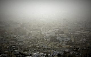 saharan-dust-spoils-the-view-in-athens