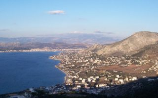 impact-of-oil-spill-still-present-on-athens-beaches