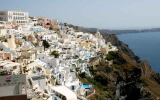 santorini-voted-top-choice-among-europe-s-islands0