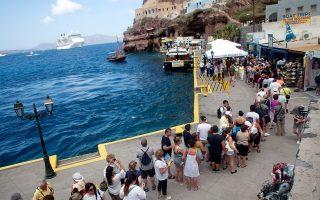 santorini-planning-to-ration-cruise-tourists-during-peak