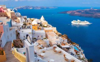 tourism-soars-on-santorini-in-october