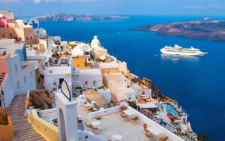 santorini-ranks-among-top-honeymoon-spots-for-brits0