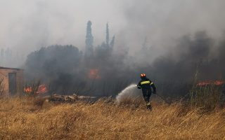 strong-winds-hampering-firefighting-efforts-in-east-attica