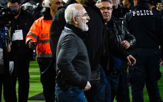 toumba-match-abandoned-due-to-armed-savvidis-amp-8217-s-pitch-invasion-referee-says