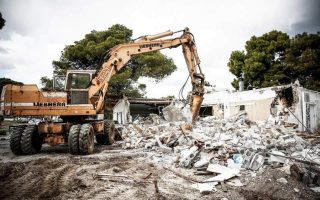 second-of-five-illegal-tavernas-in-schinias-wetland-to-be-torn-down