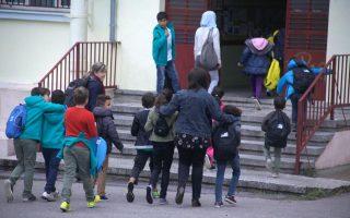 refugee-children-attend-first-day-of-school-in-rafina